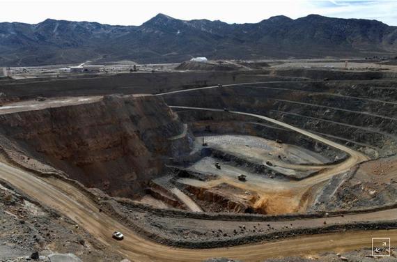 Quang cảnh mỏ lộ thiên đất hiếm MP Materials ở Mountain Pass, California, Hoa Kỳ ngày 30 tháng 1 năm 2020. REUTERS / Steve Marcus