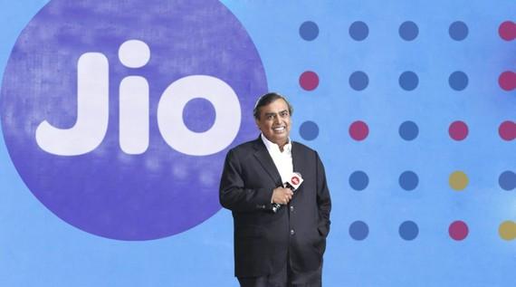 Jiomart của tỷ phú Mukesh Ambani được xem là đối thủ cạnh tranh đáng gơm của Flipkart-Walmart và Amazon tại Ấn Độ. Nguồn: orissapost.com