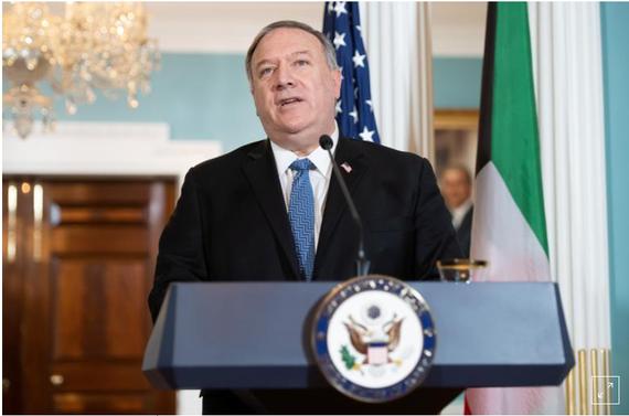 Ngoại trưởng Hoa Kỳ Mike Pompeo nói chuyện với giới truyền thông trước cuộc gặp với Bộ trưởng Ngoại giao Kuwait ở Washington, D.C., Hoa Kỳ, ngày 24 tháng 11 năm 2020. Saul Loeb / Pool thông qua REUTERS