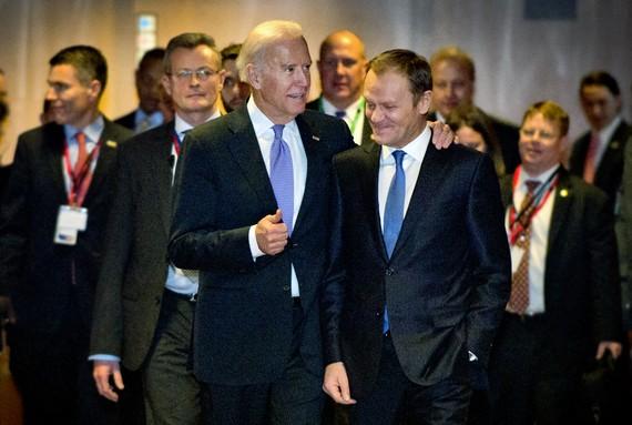 Tổng thống đắc cử Mỹ Joe Biden với cựu chủ tịch Hội đồng EU Donald Tusk tại Brussels năm 2015. Ảnh: consilium.europa.eu