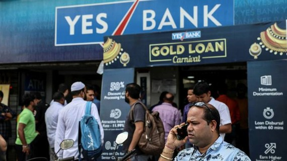 In early March last year, the central bank had to intervene to rescue Yes Bank, one of the country's largest private lenders © EPA-EFE
