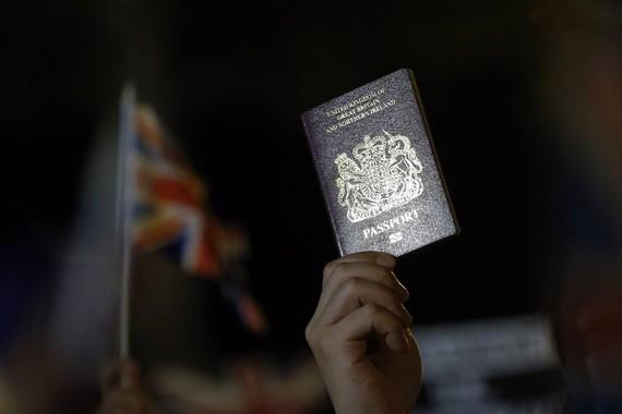 Một thị thực mới cung cấp cho hàng triệu người Hồng Kông một con đường trở thành công dân Anh. Ảnh: EPA-EFE