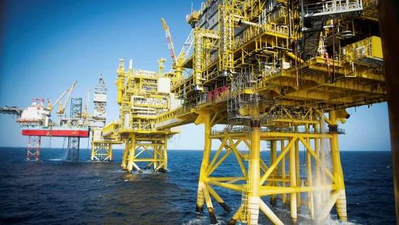 Các giàn khoan dầu Total Culzean ở Biển Bắc. Giá dầu thô Brent chuẩn ở mức cao nhất kể từ tháng 3 © AFP qua Getty Images