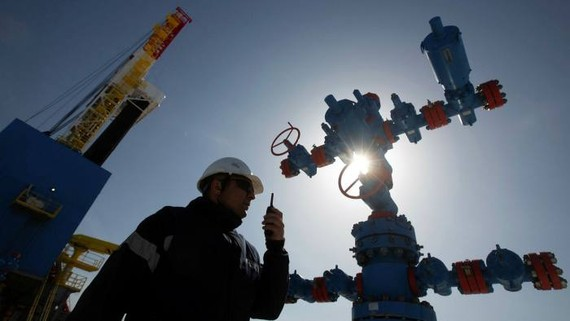 A gas well near to the Gazprom PJSC gas drilling rig © Bloomberg