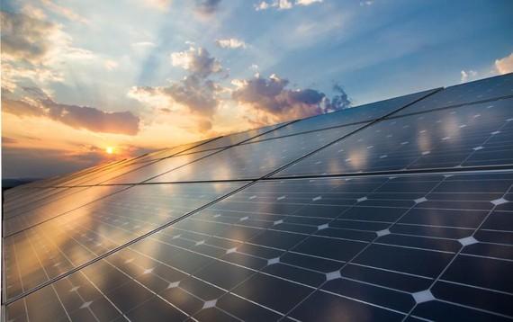 Solar panels. Featured Image: foxbat/Shutterstock.com