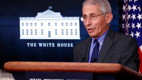 """Anthony Fauci cho biết: """"Vấn đề nằm ở những người chưa được tiêm chủng."""" Nguồn ảnh: Associated Press."""