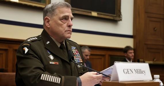 Tướng Mark Milley làm chứng trong phiên điều trần trước Ủy ban Hạ viện ngày 23 tháng 6 năm 2021, trên Đồi Capitol ở Washington, D.C. (Alex Wong / Getty Images)
