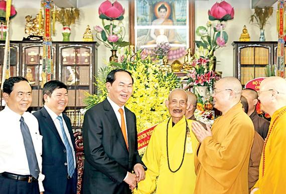 Chủ tịch nước Trần Đại Quang chúc mừng Đại lão Hòa thượng Thích Phổ Tuệ, Pháp chủ Giáo hội Phật giáo Việt Nam
