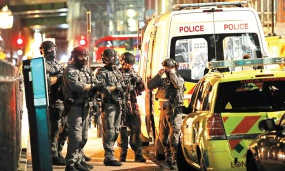 Lực lượng chống khủng bố được triển khai dày đặc