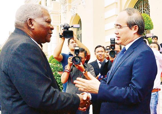 Bí thư Thành ủy TPHCM Nguyễn Thiện Nhân tiếp Chủ tịch Quốc hội Cuba Juan Esteban Lazo Hernandez  Ảnh:  VIỆT DŨNG