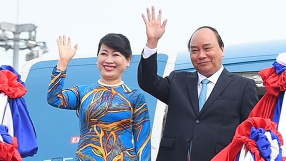 Thủ tướng Nguyễn Xuân Phúc và Phu nhân rời Hà Nội lên đường thăm Cộng hòa Liên bang Đức, sáng sớm ngày 5-7. Ảnh: TTXVN