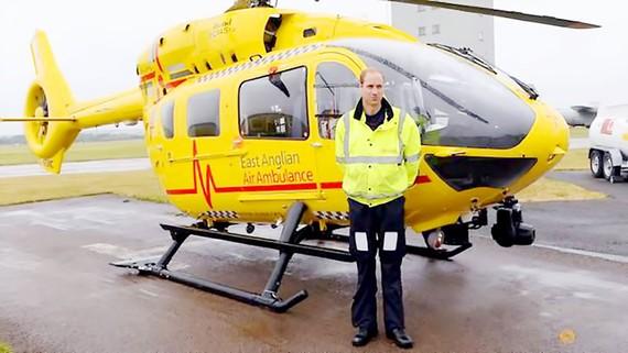 Hoàng tử William thôi làm phi công cứu thương