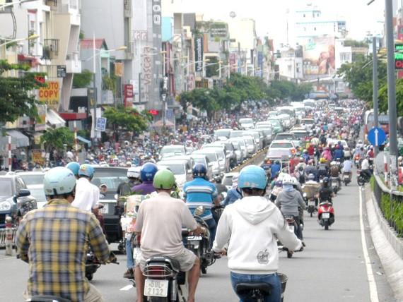 Quá tải giao thông tại cửa ngõ khu Nam vào trung tâm TPHCM