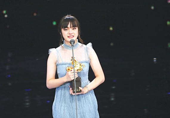 Nữ diễn viên 14 tuổi đoạt giải Kim Mã