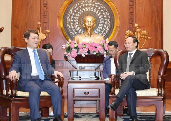 Phó Bí thư Thường trực Thành ủy TPHCM Tất Thành Cang tiếp ông Choi Jae - sung, cựu Nghị sĩ Hàn Quốc, Chủ tịch Quỹ Hữu nghị Hàn Quốc - Á Châu. Nguồn: hcmcpv.org.vn