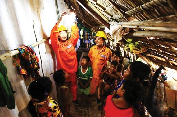 Sửa chữa điện miễn phí cho hộ nghèo và gia đình chính sách