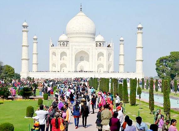 Ấn Độ hạn chế khách tham quan lăng Taj Mahal