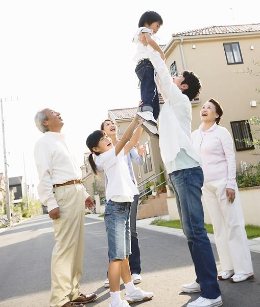Cha mẹ hãy luôn lắng nghe, chia sẻ cùng con cái