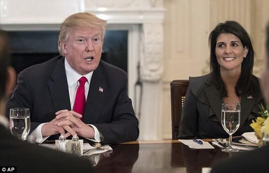 """Chính quyền Tổng thống Donald Trump dỡ bỏ lệnh cấm người tị nạn đến từ 11 quốc gia """"có nguy cơ cao"""". Ảnh: AP"""