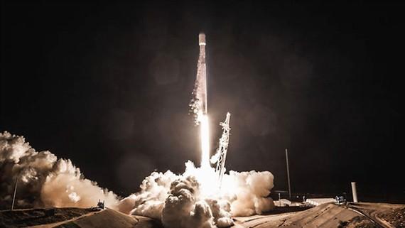 SpaceX đưa vệ tinh băng thông rộng Internet lên quỹ đạo