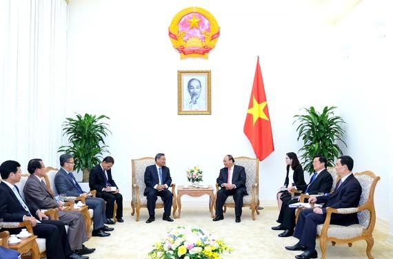 Thủ tướng Nguyễn Xuân Phúc tiếp đồng chí Chansi Phosikham, Ủy viên Bộ Chính trị, Bí thư Trung ương Đảng, Trưởng ban Tổ chức Trung ương Đảng Nhân dân cách mạng Lào. Ảnh: VGP