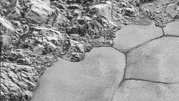 Phát hiện những đụn băng trên sao Diêm Vương