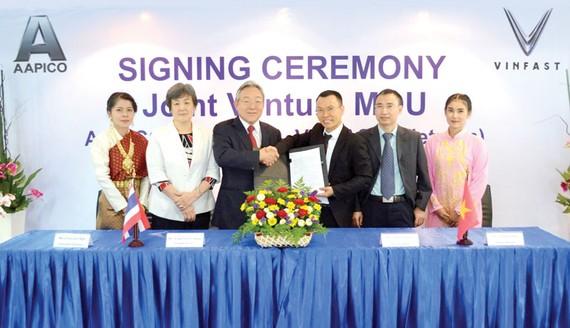 Lãnh đạo VINFAST và lãnh đạo AAPICO ký kết biên bản ghi nhớ về việc thành lập liên doanh