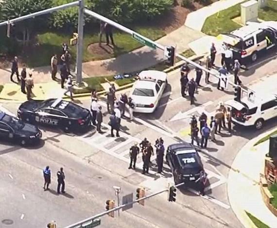 Đã có 5 người thiệt mạng và nhiều người bị thương sau khi một tay súng tấn công vào văn phòng của tòa soạn báo Capital Gazette ở bang Maryland, Mỹ ngày 28-6. Ảnh: Dailymail.