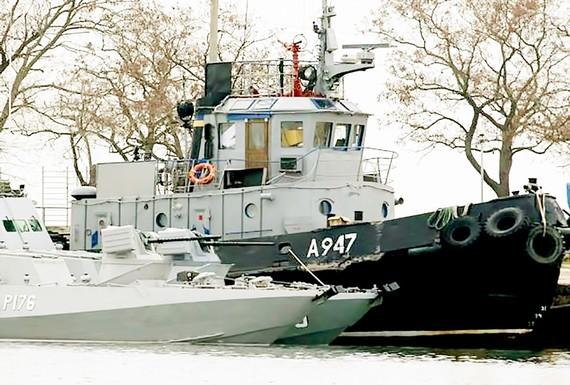 Tàu Ukraine bị lực lượng biên phòng Nga giữ tại eo biển Kerch