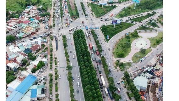 Đường Mai Chí Thọ và nút giao thông An Phú, quận 2              Ảnh: CAO THĂNG