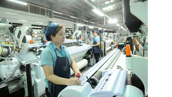 Dệt xuất khẩu tại Công ty Thái Tuấn              Ảnh: CAO THĂNG