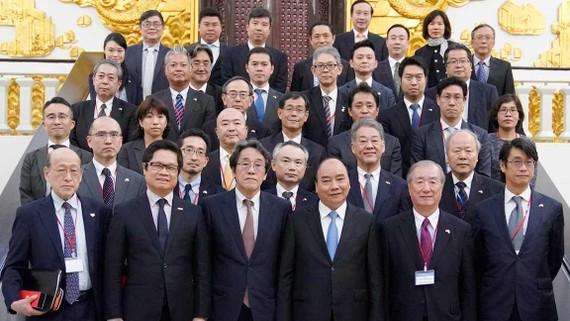 Thủ tướng Nguyễn Xuân Phúc tiếp ông Yoichi Kobayashi, Chủ tịch Ủy ban Hợp tác Kinh tế Nhật Bản-Mekong. Ảnh: VGP