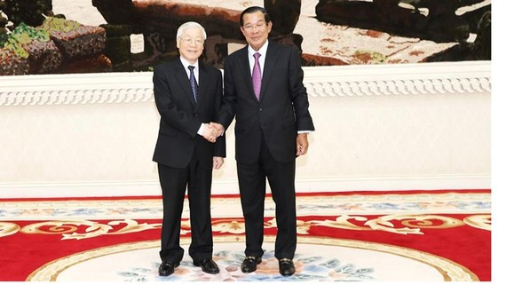 Tổng Bí thư, Chủ tịch nước Nguyễn Phú Trọng hội kiến với Thủ tướng Chính phủ Hoàng gia Campuchia Samdech Hun Sen Ảnh: TTXVN
