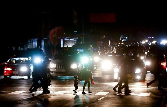 21 trong tổng số 23 bang của Venezuela bị mất điện tối 7/3. Ảnh theo: washingtonpost.com