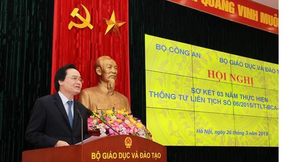Bộ trưởng Bộ GD&ĐT Phùng Xuân Nhạ phát biểu tại Hội nghị. Nguồn: bocongan