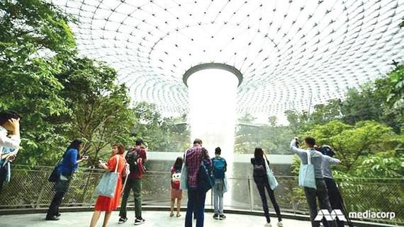 Khu mới sân bay Changi đón khách tham quan