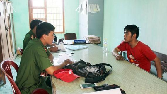 Lực lượng công an đang lấy lời khai đối với Nguyễn Thanh Hãn