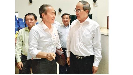 Bí thư Thành ủy TPHCM Nguyễn Thiện Nhân tiếp xúc cử tri quận 3    Ảnh: VIỆT DŨNG