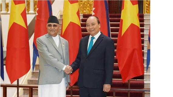 Thủ tướng Nguyễn Xuân Phúc đón Thủ tướng Nepal Sharma Oli  Ảnh: VIẾT CHUNG