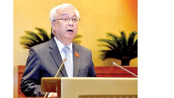 Chủ nhiệm Ủy ban Văn hóa, Giáo dục, Thanh niên, Thiếu niên và Nhi đồng của Quốc hội Phan Thanh Bình phát biểu tại hội trường    Ảnh: VIẾT CHUNG