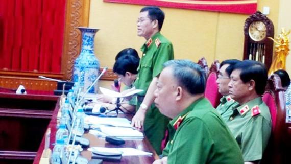 Trung tướng Đỗ Kim Tuyến trả lời báo chí