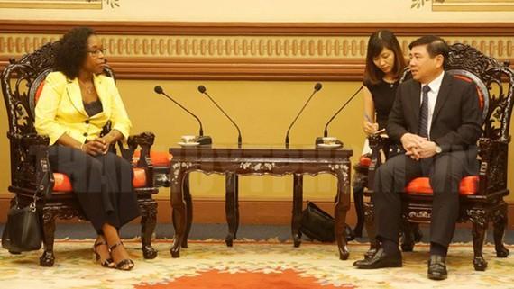 Chủ tịch UBND TPHCM Nguyễn Thành Phong tiếp bà Beatriz Buchili, Tổng trưởng lý Cộng hòa Mozambique