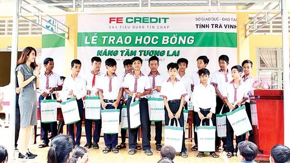 FE CREDIT nâng tầm tương lai trẻ em Việt