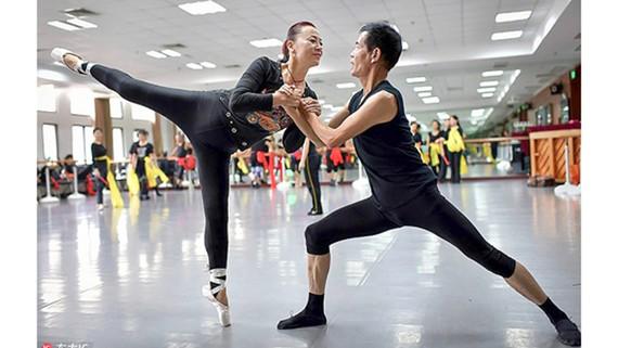 Đoàn biểu diễn ballet cao tuổi