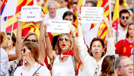 Biểu tình ở Barcelona phản đối Catalonia độc lập
