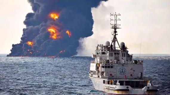 Tàu dầu Sanchi của Iran nổ và chìm trên biển Hoa Đông ngày 14-1-2018. Ảnh do Bộ Giao thông Trung Quốc công bố