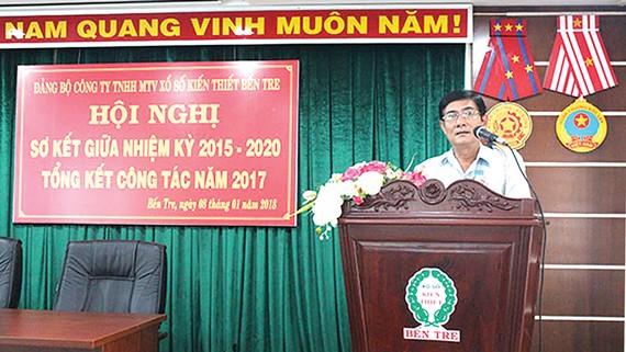 Đồng chí Nguyễn Văn Huỳnh, Bí thư Đảng ủy khối Doanh nghiệp tỉnh phát biểu tại Hội nghị