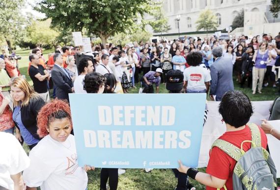 Người dân Mỹ biểu tình phản đối chính sách nhập cư mới của Tổng thống Donald Trump