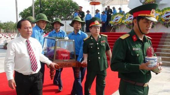 An táng 18 hài cốt liệt sĩ quân tình nguyện Việt Nam hy sinh tại Lào