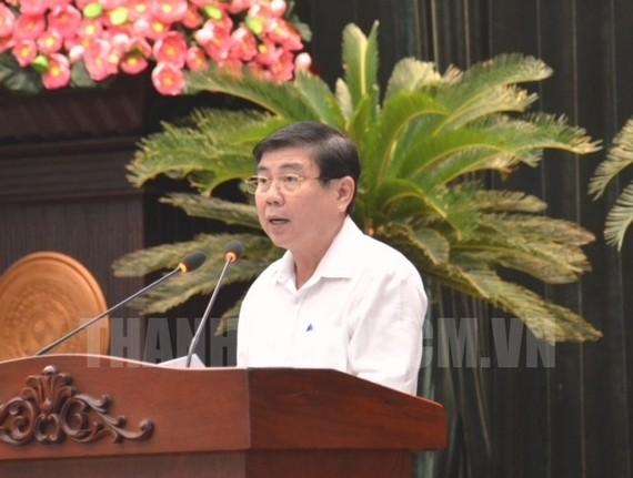Phó Bí thư Thành ủy, Chủ tịch UBND TP Nguyễn Thành Phong báo cáo tại hội nghị. Ảnh: hcmcpv